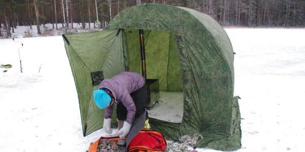зимой с шатром